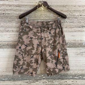 DECATHLON Cargo Shorts Camo size 33